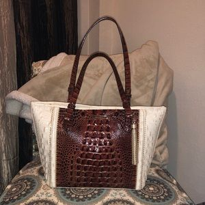 LIKE NEW Brahmin Medium Asher
